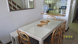 Dining room table with 4 chairs and bench (2016-04-14)